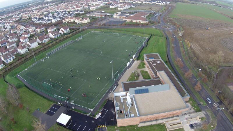 Vert-Saint-Denis et son stade vu du ciel drone professionnel Seine et Marne