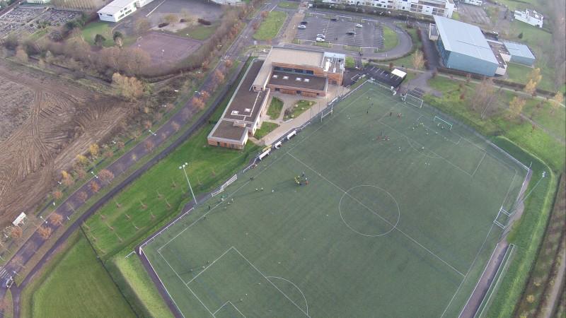 Vert-Saint-Denis, Seine et Marne, Ile de France Nouveau complexe sportif à vu en drone