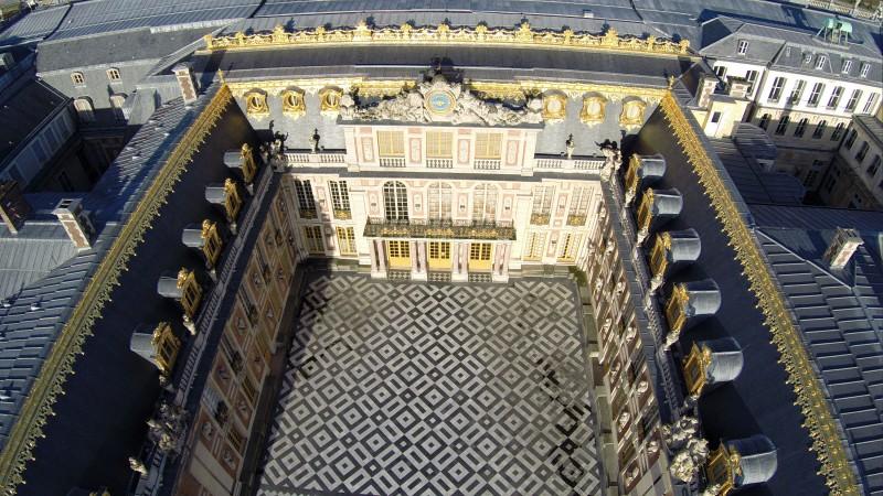 Photo aérienne du château de Versailles en drone