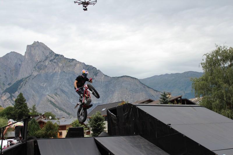 Savoie photo d'un drone en Savoie et de Julien Dupont