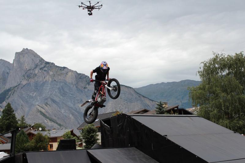 photo aérienne Julien Dupont et le drone DJI S1000