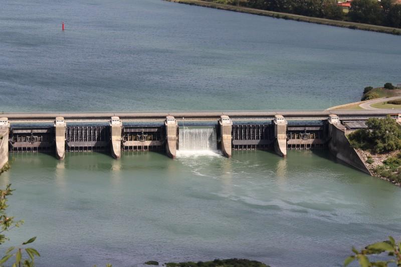Bourg les valence utilisation professionnelle de drone pour l'Inspection du barrage