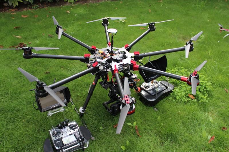 drone professionnel DJI S1000 avec Futaba SG 14