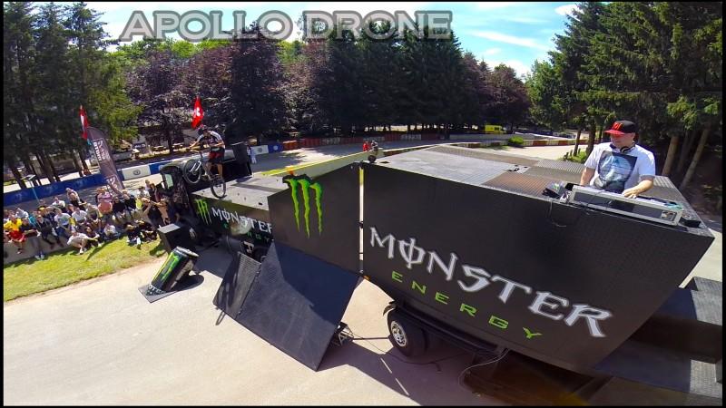 Nicolas Vuillermot accorbatie à vélo filmé avec un drone professionnel
