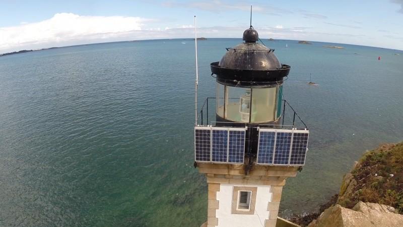 phare de l'Île Louët vu de prêt Finistère