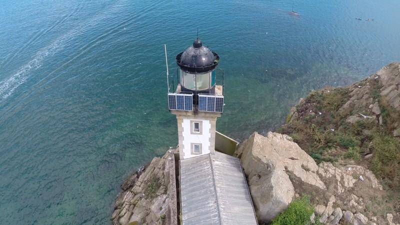 Le phare de l'Île Louët en vue aérienne