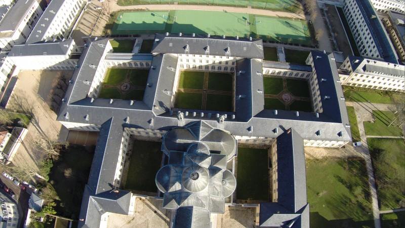 Photo aérienne Vue plongeante des toits du Lycée Hoche Versailles drone professionnel