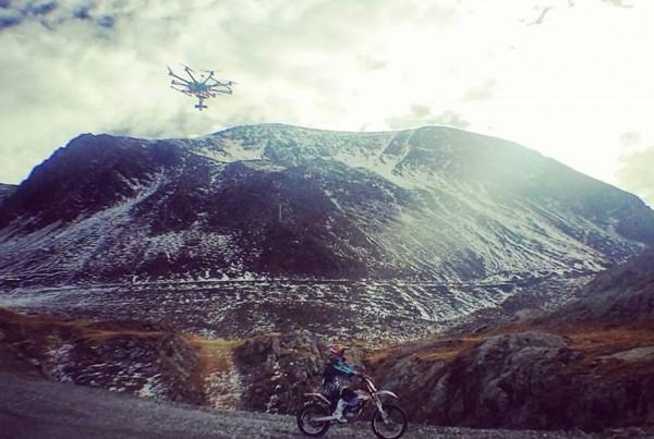 Vidéo en montagne, moto KTM électrique avec Julien DUPONT et vélo Production Privée pour Léo NOBILE