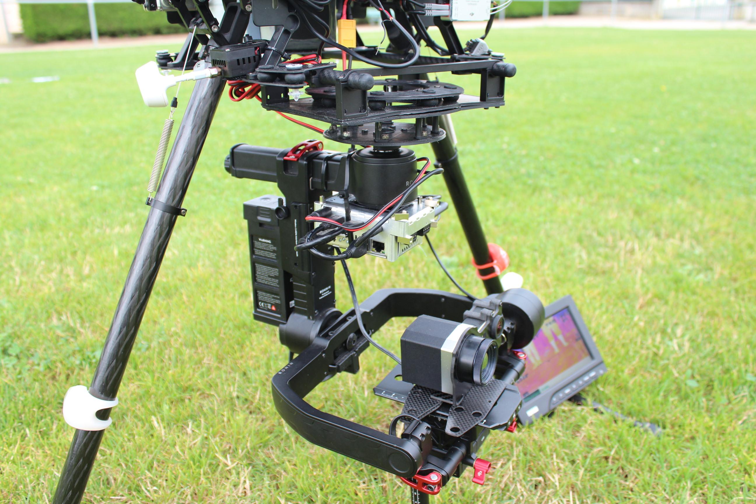 nacelle-ronin-camera-optris-pi450-couplee-avec-une-gopro-2