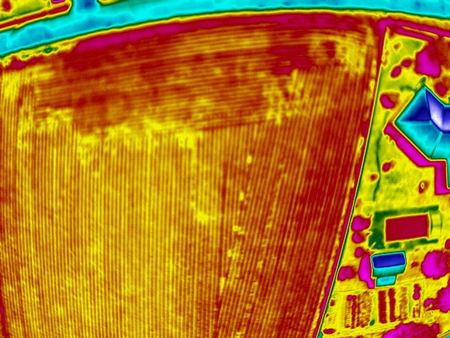 photo-aérienne thermographie-en-drone-inspection-des-cultures-1