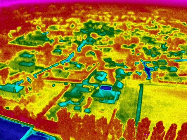 thermographie photo aérienne-thermique-en-drone-inspection-des-maison-1