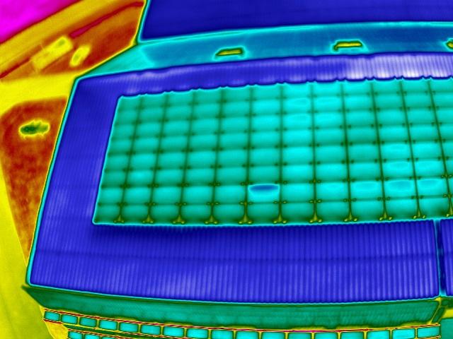 photo-thermographie aérienne-en-drone-inspection-des-panneaux-photovoltaiques-1