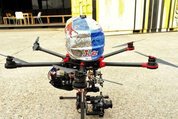 Notre DJI S900 s'équipe avec le casque de Julien Dupont