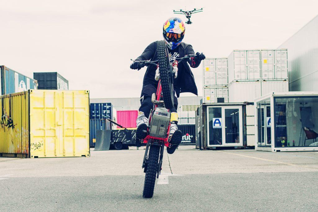 Julien Dupont fait une course poursuite avec notre DJI S900