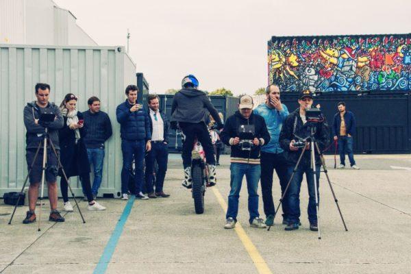 L'équipe de tournage Apollo Drone en pleine concentration