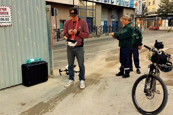 Préparation avant le décollage du drone en plein centre de Clichy